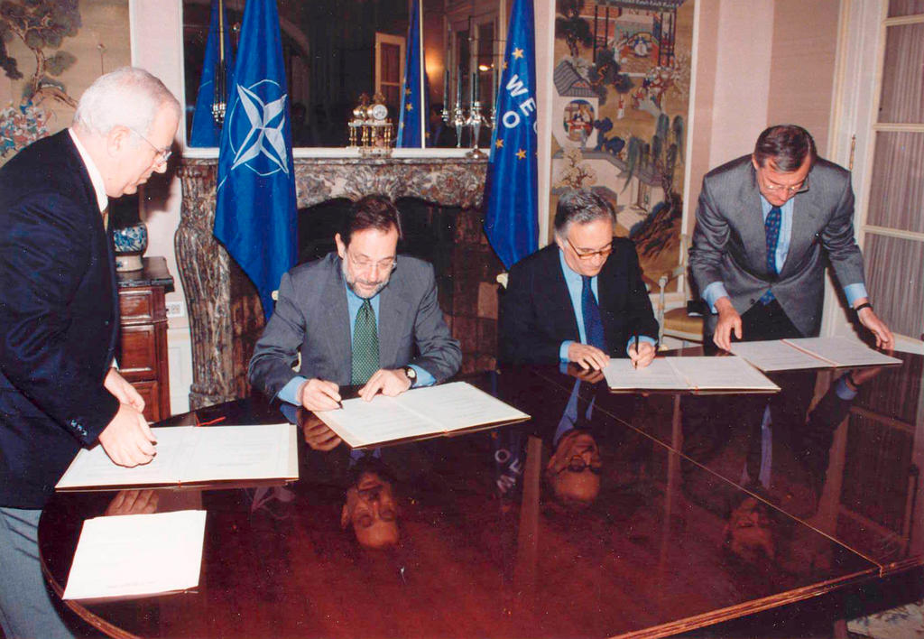 Signing of the Security Agreement between WEU and NATO (Brussels, 6 May 1996)