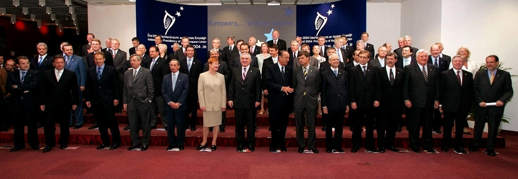 Group photo of the Brussels European Council (17 and 18 June 2004)