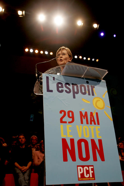 Marie-Georges Buffet announcing her support for the 'No' vote (Paris, 14 April 2005)